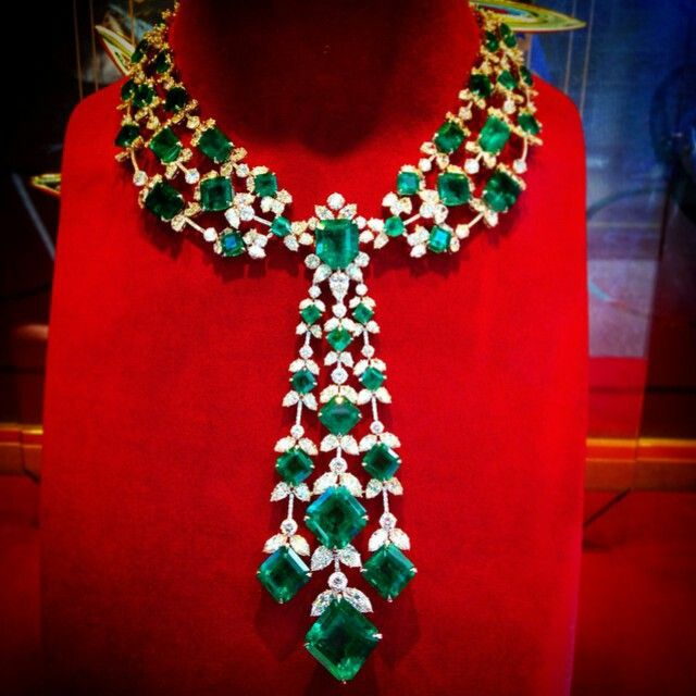 @angeloxdexluca. #chopard #sparkling #emerald #diamond