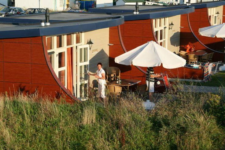 Op vakantie in eigen land? Wellicht is de provincie Zuid-Holland de perfecte locatie wel.   Bekijk het aanbod van vakantiehuizen in deze regio eens op onze website:  http://www.recreatiewoning.nl/woning-zoeken/huur/nederland/zuid-holland/-/-/-/1