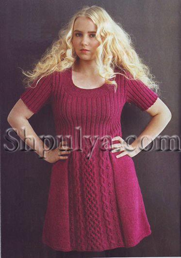 Малиновое платье с рельефным узором, вязаное спицами  http://www.shpulya.com/women/dress/malinovoe-plate-s-relefnym-uzorom-vjazan.html