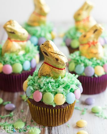 3 Cute (and easy!) ways to decorate an Easter cupcake: Lindt chocolate bunnies