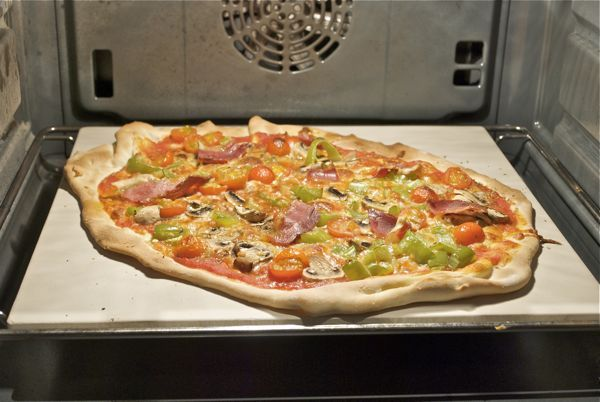 Cómo usar la piedra de hornear pizzas y panes
