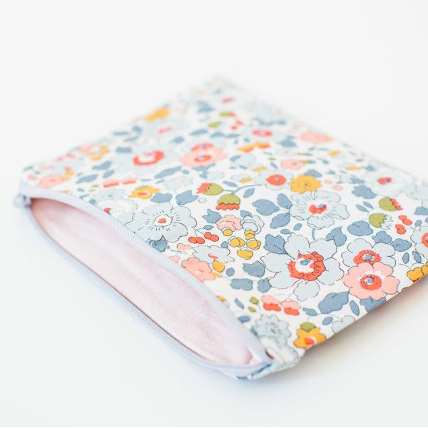 Liberty Print Pouch - Betsy