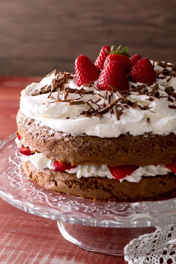 Torta cioccolato e fragole: perfetta per festeggiare un'occasione speciale!  [Chocolate and strawberry cake]
