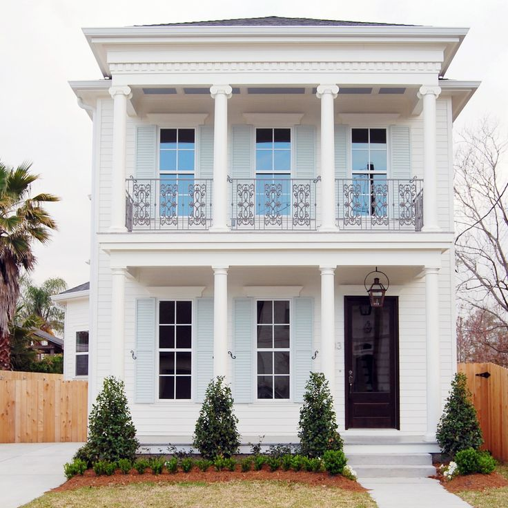Impressive white house decorating ideas for handsome for Exterior house design with balcony