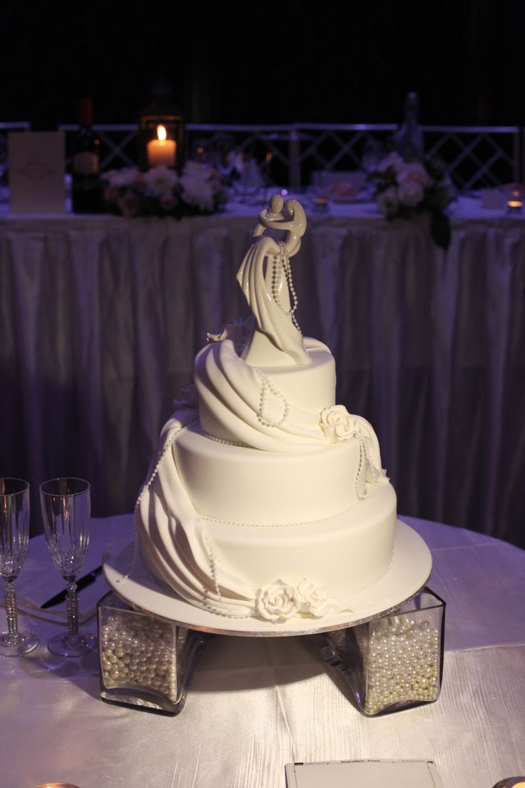 Add a beautiful and elegant table topper to your cake to add to your theme