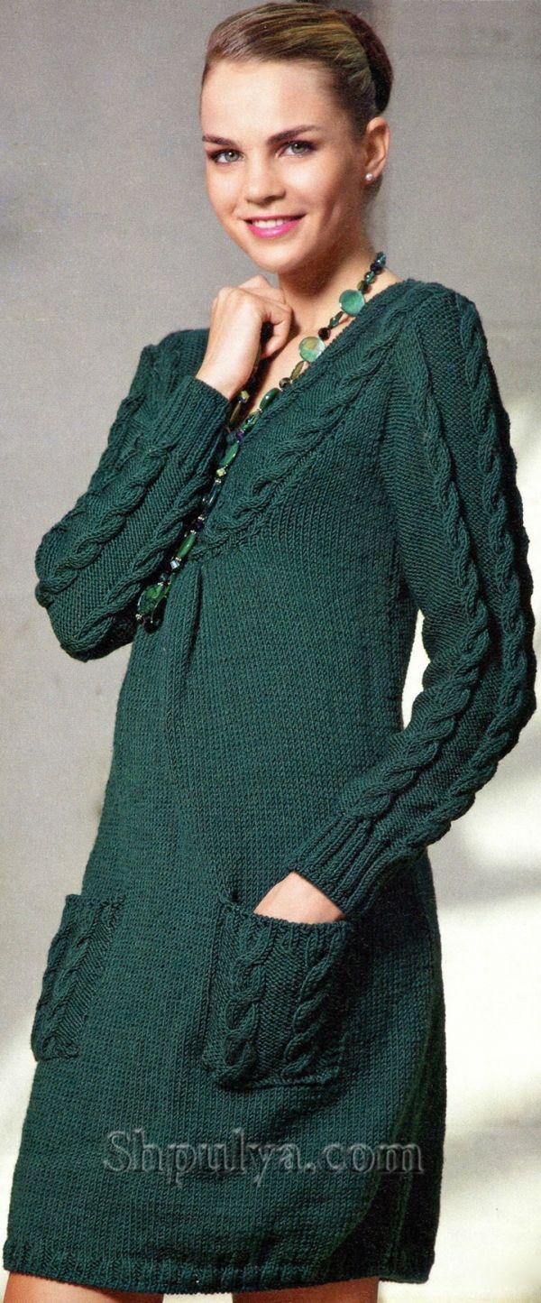 Зеленое платье с косами, вязаное спицами
