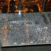 Se rompe balcón de cristal de mirador de la Torre Willis de Chicago.