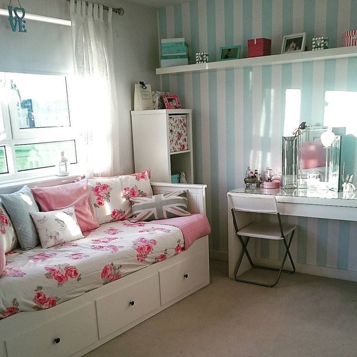 Every day we get tagged in some truly amazing rooms. Here's a peek at a few of our favourite dressing tables from the last week. First up @lynzeekook has created a beautiful vintage inspired bedroom with a HEMNES day bed that can easily be folded away to maximise her space. #RegramMonday #Bedroom