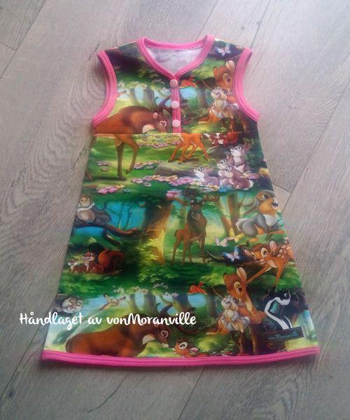 Søt kjole med Bambi og kaniner. Mønster fra Heilt Spesielt/Jubel sin bok. Jersey.