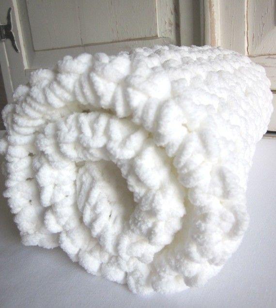 Plush supersoft crocheted baby blanket por PeanutTreeDesigns