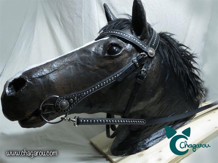 Bridon western Chagarou, couture point sellier et boucles en laiton. Réalisé sur commande. #bridon #cheval #western #cuir
