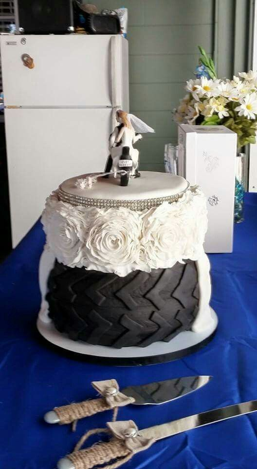 Mud tire wedding cake