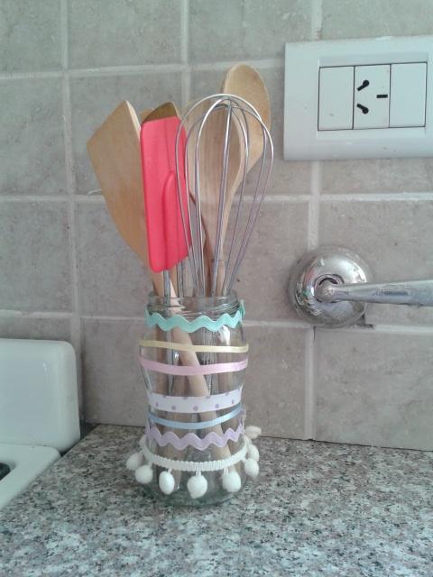Con un frasco de mermelada + unas cintas :)  By Me!
