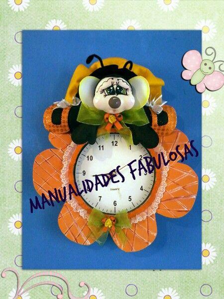 Reloj decorado e foami | manualidades fabulasos, facebook | Pinterest