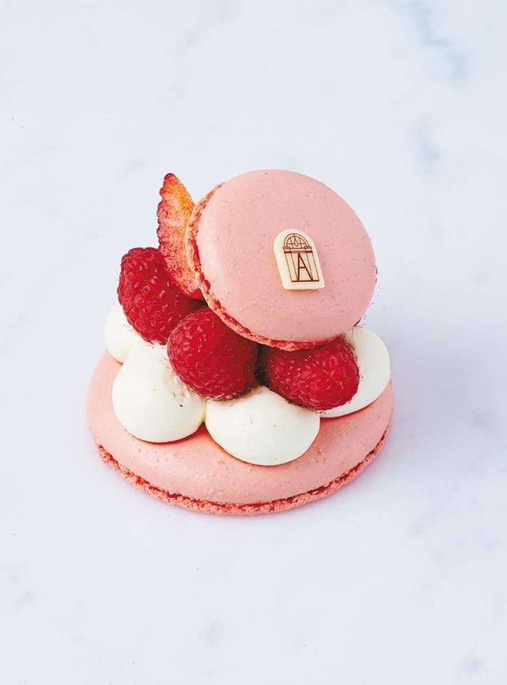 Courtisane [Macaron, Earl Grey tea cream, berry compote, raspberries]   Angelina