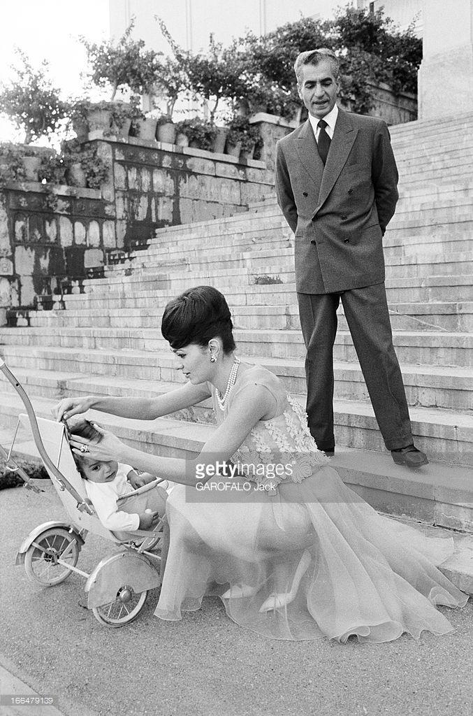 The Shah, Farah Diba And Reza Cyrus. Téhéran- 4 Octobre 1961- Le Shah Mohammad Reza PAHLAVI et son épouse Farah DIBA avec le jeune prince héritier Reza Cyrus