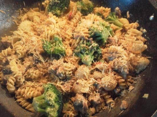 Pasta Met Broccoli, Kip, Roomkaas En Noten recept | Smulweb.nl