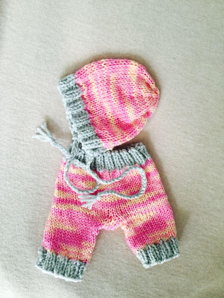 Bonnet and pants. Handpainted merino.