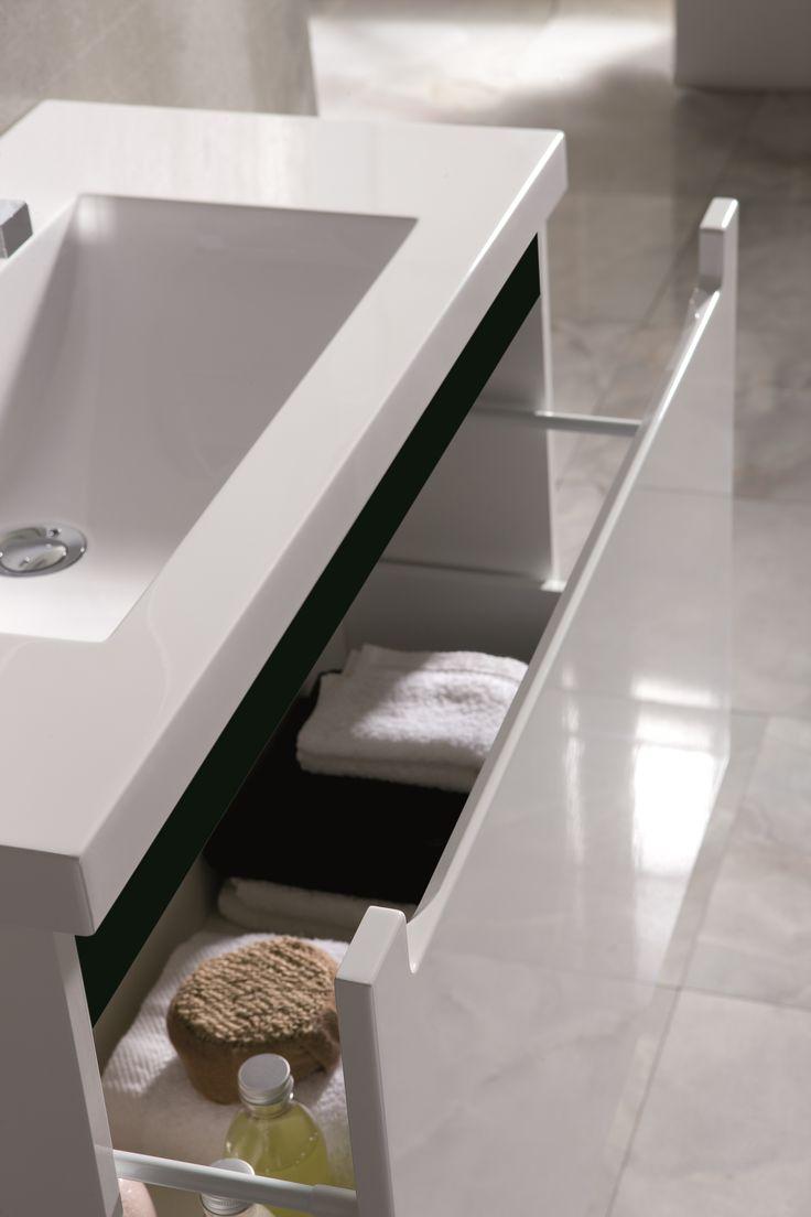 Szafka podumywalkowa - wstawka czarna. Unit - black band. #elita #meble #lazienka #serenity #furniture #bathroom