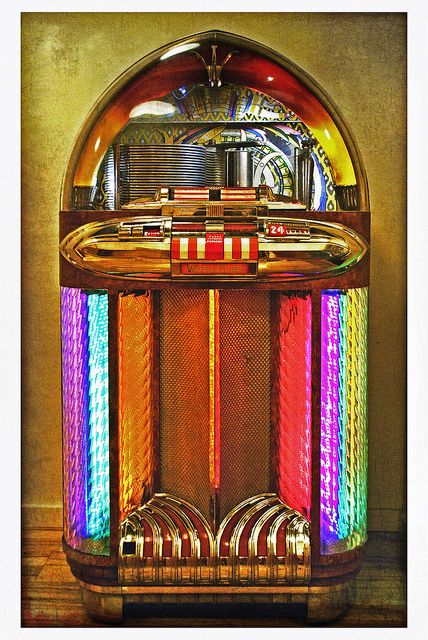 This is the 1100. #jukebox #vintageaudio #music http://www.pinterest.com/TheHitman14/ghosts-of-audios-past/