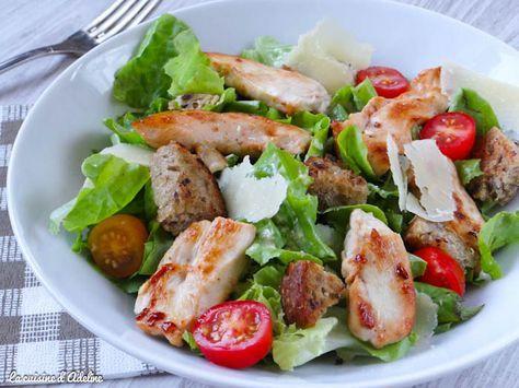 La salade César : un incontournable! Voici une recette facile et rapide à réaliser, à déguster été comme hiver, en entrée ou en plat.