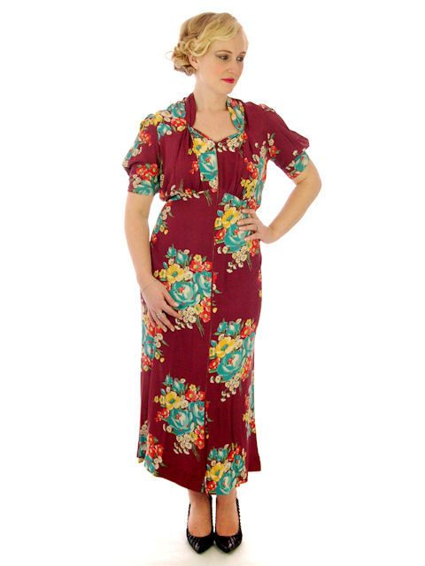 The Cats Pajamas - Vintage Plus Size Dressing Gown/Robe Rayon Print 1940s 42-36-42, $259.00 (http://www.thebestvintageclothing.com/vintage-plus-size-dressing-gown-robe-rayon-print-1940s-42-36-42/)