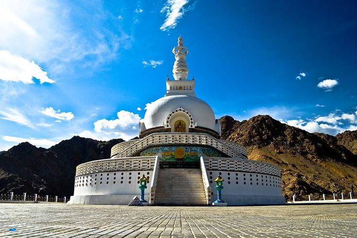 Over the last two decades, tourism in #Ladakh has been a gossip over gimlet for travellers across the globe. The indigenous Indo-Tibetan culture, off-beat trails across the deserted Trans-Himalayan region, sparkling blue lakes, mountain wildlife and remote villages make Ladakh a wonderland for travellers like backpackers, adventurers and road trippers.