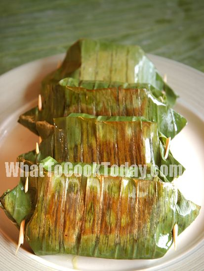 Lemper Ayam is my favorite Indonesian snack. Lemper ayam is shredded chicken-stuffed sticky rice wrapped in banana leaves.