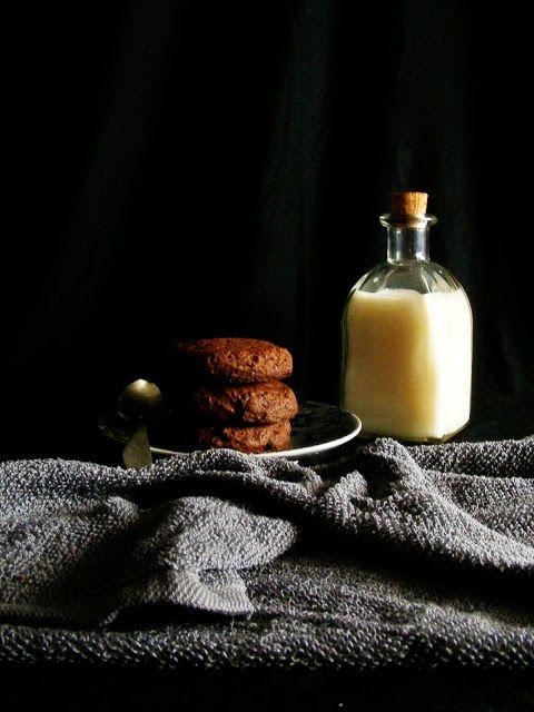 La asaltante de dulces: Receta de galletas fáciles de cacao y almendra/ Easy cocoa & almond cookies recipe. So tasty!