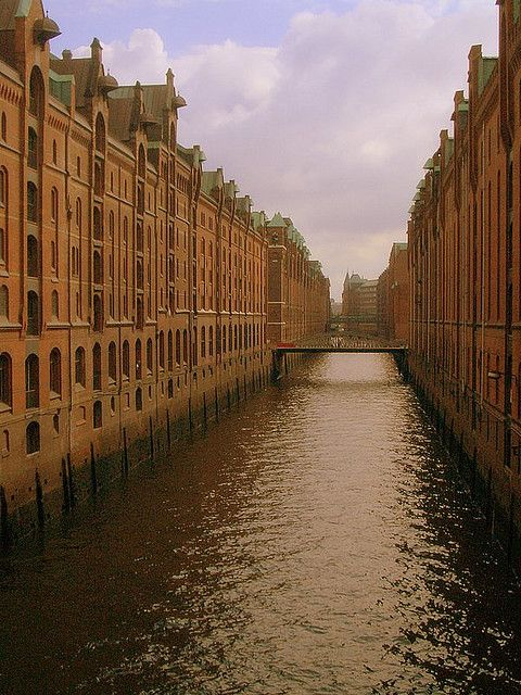 Port of Hamburg's City of Warehouses (Speicherstadt) Astrogeographical position: both coordinates in the water sign Pisces the sign of the ocean for radius/field level 3.