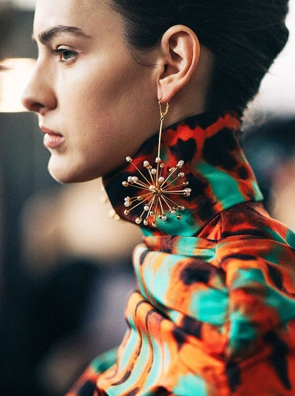 Tassels, Long Chains, Huggie Diamonds, to geometric danglers, earrings are a huge trend this season. Take a look at these chic statement earrings that are all under $100.