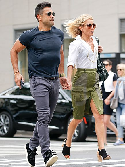 Star Tracks: Tuesday, May 24, 2016 | ON THE RUN  | Kelly Ripa and husband Mark Consuelos hold on tight to one another as they attempt to beat the light on the way to lunch in N.Y.C. on Monday.