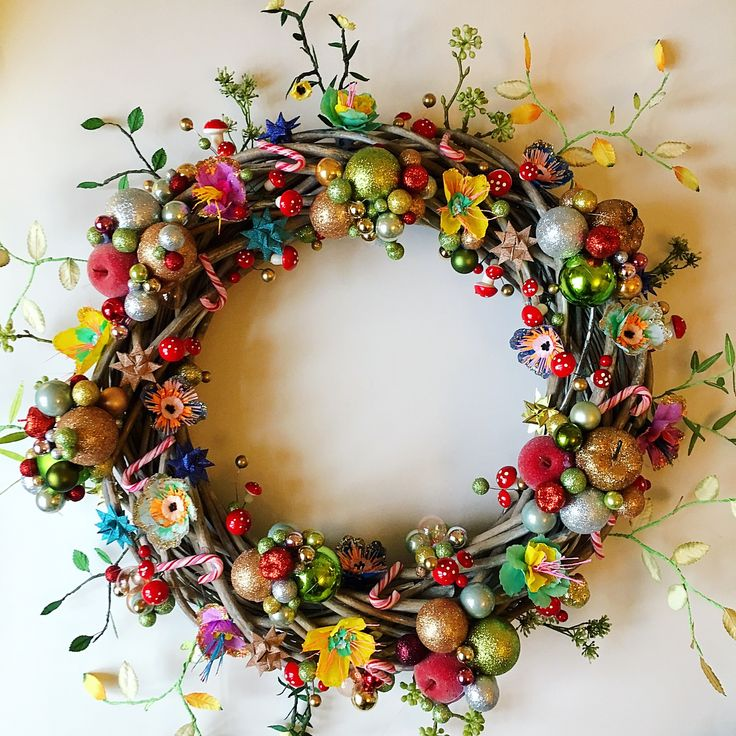 My stuff// ✌️️bestillingsarbejde håndlavet julepynt julekrans christmaswreath jul christmas DIY skidtogkanel papirblomster paperflowers unika smukke kirstinekirk