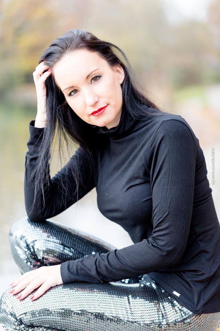Fashionblogger Herbstlook – Pailletten-Hose mit High-Heels