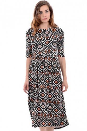 Aztec mønstrete kjole med korte ermer.  Inneholder 95% viskose og 5% elastan.