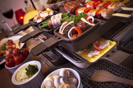 Racletteideen: Alles was du über ein Raclette wissen musst und viele Ideen für umfangreiche Kombinationsmöglichkeiten!