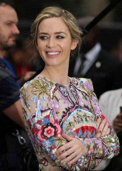 Emily Blunt Photos Photos - British actress Emily Blunt smiles as she arrives to attend the World Premiere of the film 'The Girl on the Train', in central London on September 20, 2016. / AFP / DANIEL LEAL-OLIVAS - 'The Girl on the Train' - World Premiere