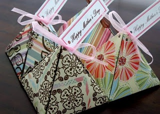 adorable printable pyramid truffle boxes.  These would be perfect for earrings.....