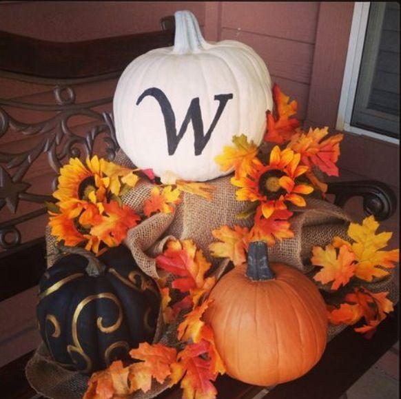 DIY: outside fall decorations! Loe the gold on black pumpkin.