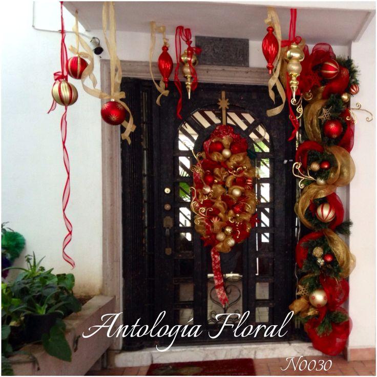 Decoraci n navide a de puerta en rojo y dorado - Decoracion de navidad para oficina ...