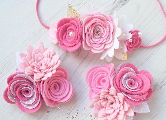 Faixinha com flores de feltro