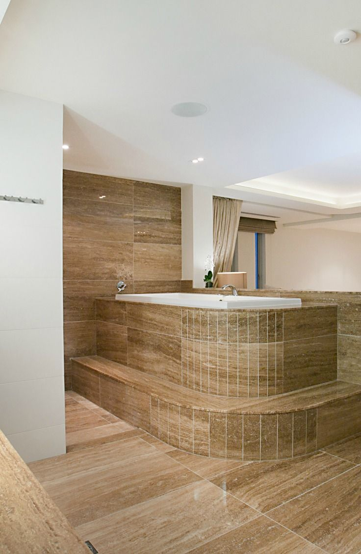 Master Bedroom Ensuite Spa. Elite Holiday Home Oceans 74.https://www.eliteholidayhomes.com.au/properties/oceans/ #luxuryhomes #luxury #beachfront #eliteholidayhomes #affordableluxury #goldcoast #holiday #travel #australia