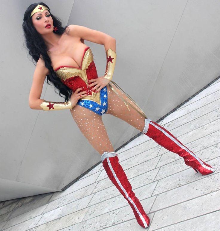 https://i.pinimg.com/736x/04/e5/b9/04e5b9c3f9b16737b189e6b77d365257--wonder-woman-costumes-dee.jpg