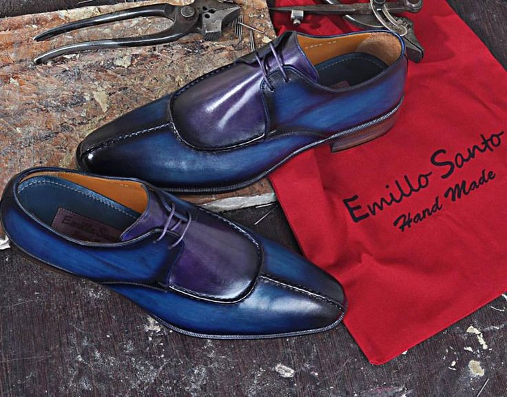 ~Model Rourke Handmade Shoes for Men~ Structure and elegant features, for the navy lace-ups in calfskin with a bleached effect. www.emillosanto.com websale@emillosanto.com FREE WORLDWIDE SHIPPING #handmadeshoes #italianhandmadeshoes