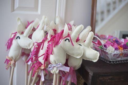 adorable and easy felt unicorn hobby horses.
