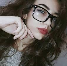 Resultado de imagen para fotos tumblr de chicas con lentes