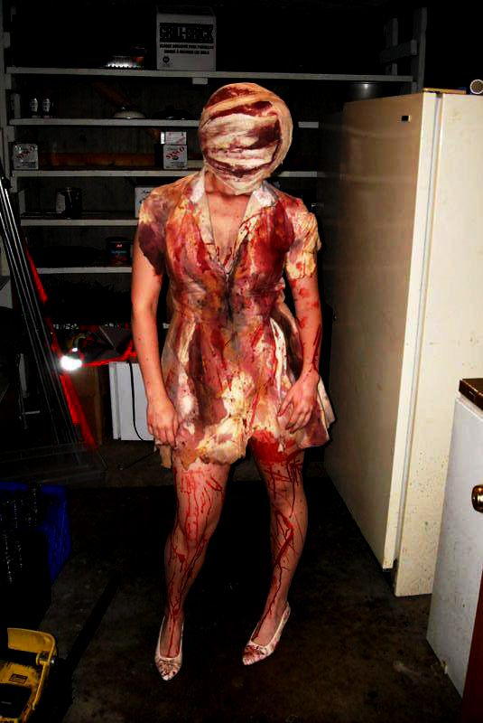 521d322f52cde Destroy Halloween: the Bubble Head Nurse from Silent Hill | Best Cosplays |  Halloween costumes, Anime zombie, Cosplay costumes