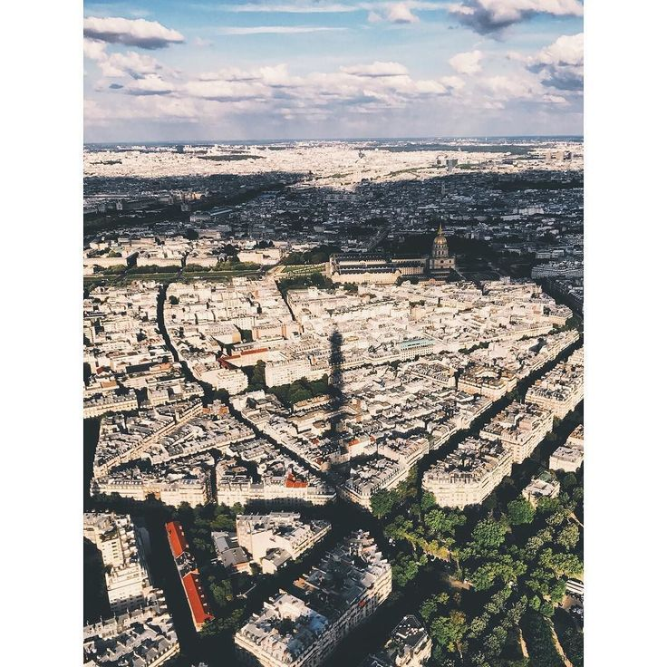 Un week-end prospère.  #paris #travel #vsco #vscocam #skyline #shaddow #france #love  #eiffeltower