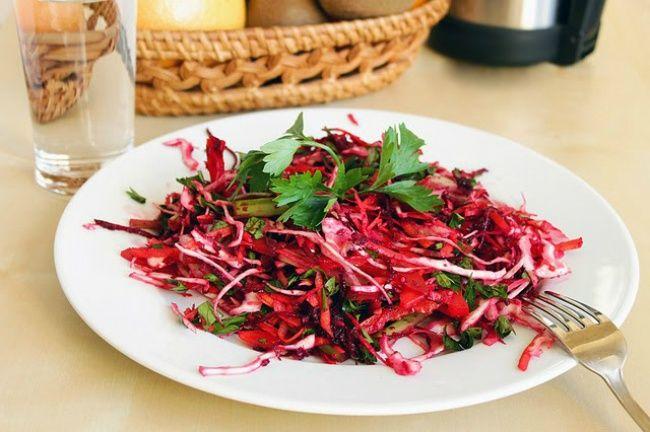 Этот салат неотличается особой изысканностью, ноонпоправу считается одним излучших блюд для похудения. Его секрет таится всочетании ингредиентов. Иэто находка для тех, кто хочет очистить органи…
