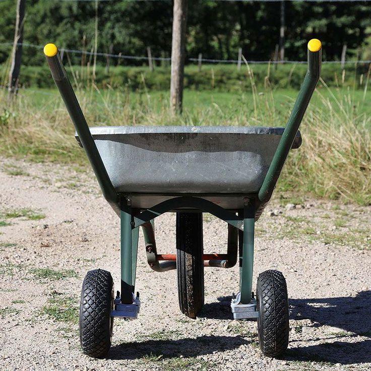 17 meilleures id es propos de jardin de brouette sur pinterest planteur de brouette - Brouette de jardin plastique ...